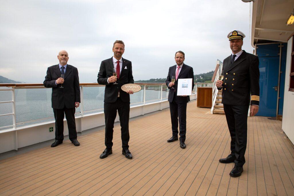 Handover-of-HANSEATIC-spirit-photo-Niklas-Faralisch-Hapag-Lloyd-Cruises